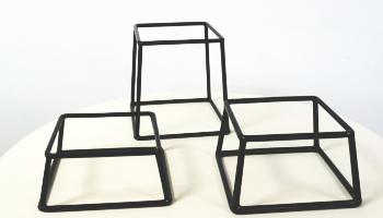 Location vaisselle : rehausse cubique noir - Ambassade Receptions